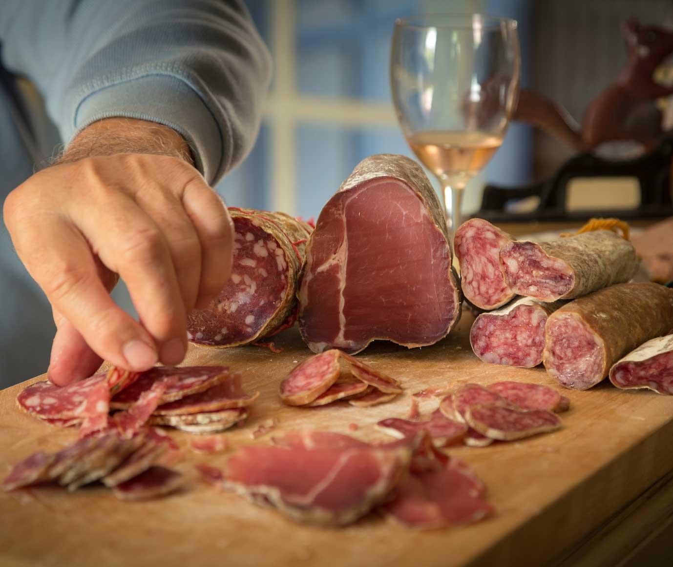 Härdat kött och salami