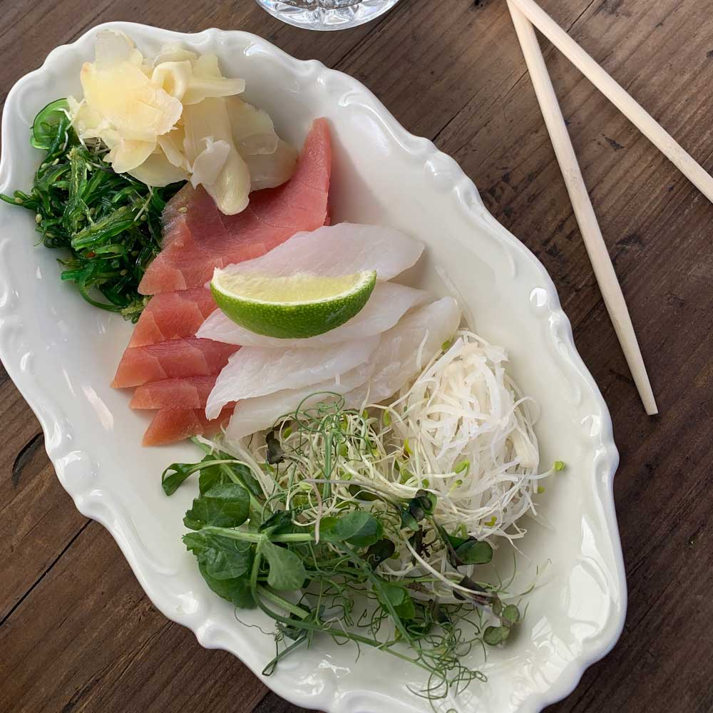 Sashimi på tonfisk och hälleflundra
